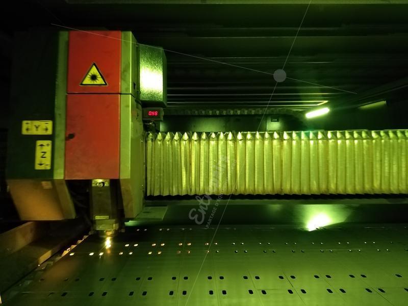 Zoom sur tête de découpe laser